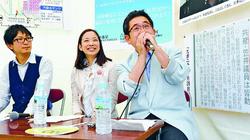 日本共産党のブースで発言する(右から)小池、吉良、佐藤の各氏=6月2日、東京・明治公園