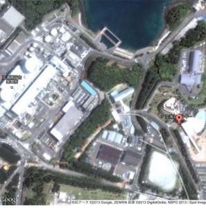 左が玄海原発1、2号機。右が玄海町と九電が整備した次世代エネルギーパーク=佐賀県玄海町