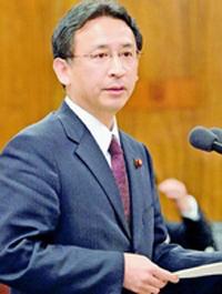 (写真)タンクの総点検を求める塩川鉄也議員=4月10日、衆院経済産業委