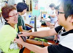月に1度の健康相談会=仙台市太白区の「あすと長町仮設」