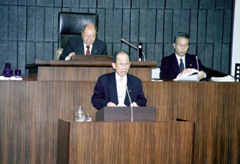 「水源保護条例」案を提案する河内猛日本共産党敦賀市議員団長(12月議会最終日、12月21日)