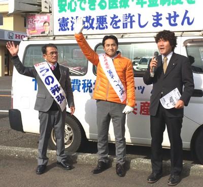 (右から)河本町議、藤野候補、うの候補(美浜町Aコープ前 11月20日)