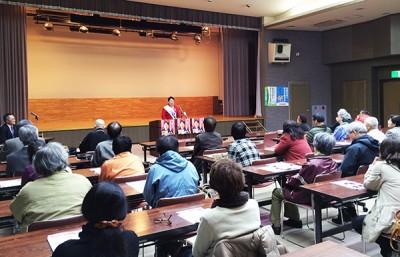 個人演説会で訴える、かねもと幸枝・知事候補 (小浜市働く婦人の家、4月1日夜)