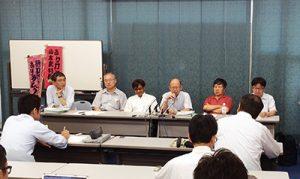 裁判後の報告集会で発言する、井戸謙一弁護団長(6月10日、大津市 写真=山本雅彦